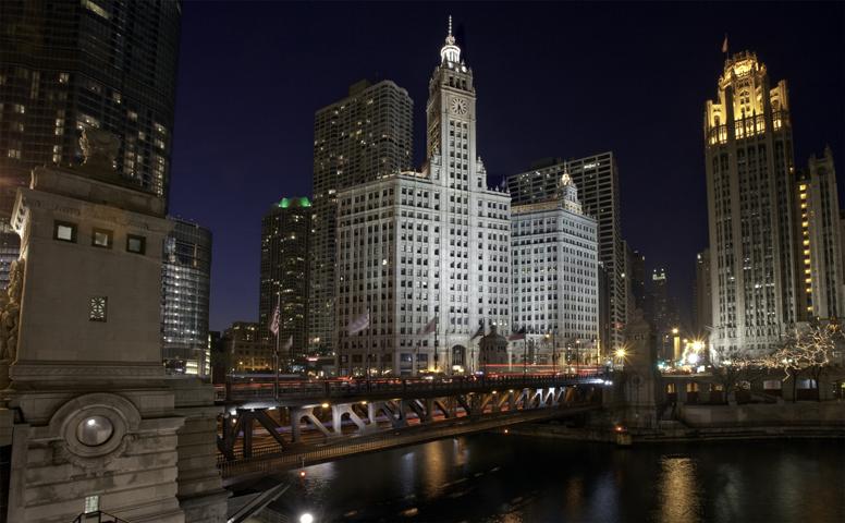 Chicago-Architecture_CR_wrigleyBuilding-night